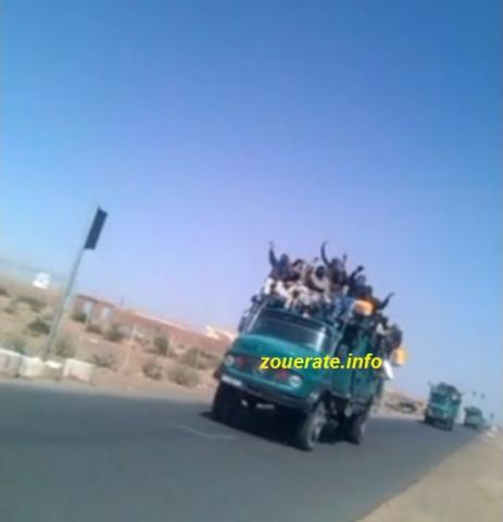 موكب للجيش ينقل منقبين الى افديرك عند مروره من ازويرات في وقت سابق-ارشيف