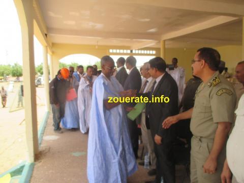 قادة النقابة الوطنية للمعلمين في تيرس زمور لدى تسليمهم عريضة مطلبية للوالي