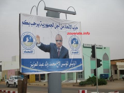 لافتتة لحزب الإتحاد من أجل الجمهورية على ملتقى الطرق