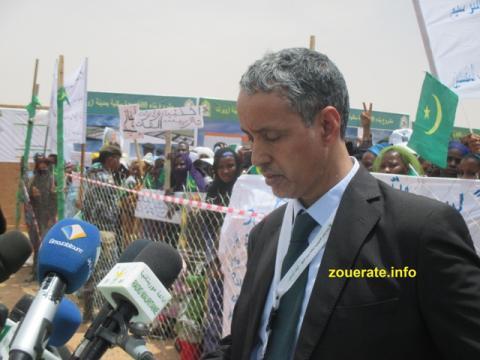 وزير الإسكان خلال كلمته في الحفل المقام في الترحيل لتثسيم القطع الأرضية على ىالموطفين