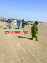 مجموعة من نساء بئر ام اكرين عند انطلاق مسيرتهن الإحتجاجية الراجلة باتجاه ازويرات