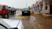 على الشارع الرئيسي في ازويرات