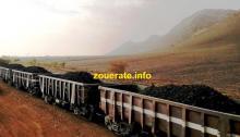 عربات قطار شركة اسنيم محملة بخام الحديد في طريقها إلى انواذيب-(أرشيف)