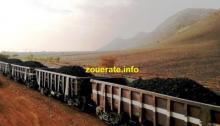 عربات قطار شركة اسنيم محملة بخام الحديد في طريقها إلى انواذيب