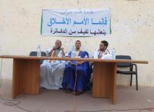 من اليمين د.محمد المختار ولد آمين ومن اليسار د.محمد الأمين ولد المصطفى وفي الوسط الإمام الدو ولد محمد عبد الرحمن