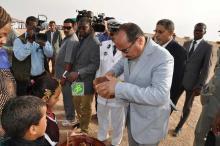 ولد عبد العزيز لدى وصوله بئر ام اكرين-تصوير الوكالة الموريتانية للأنباء